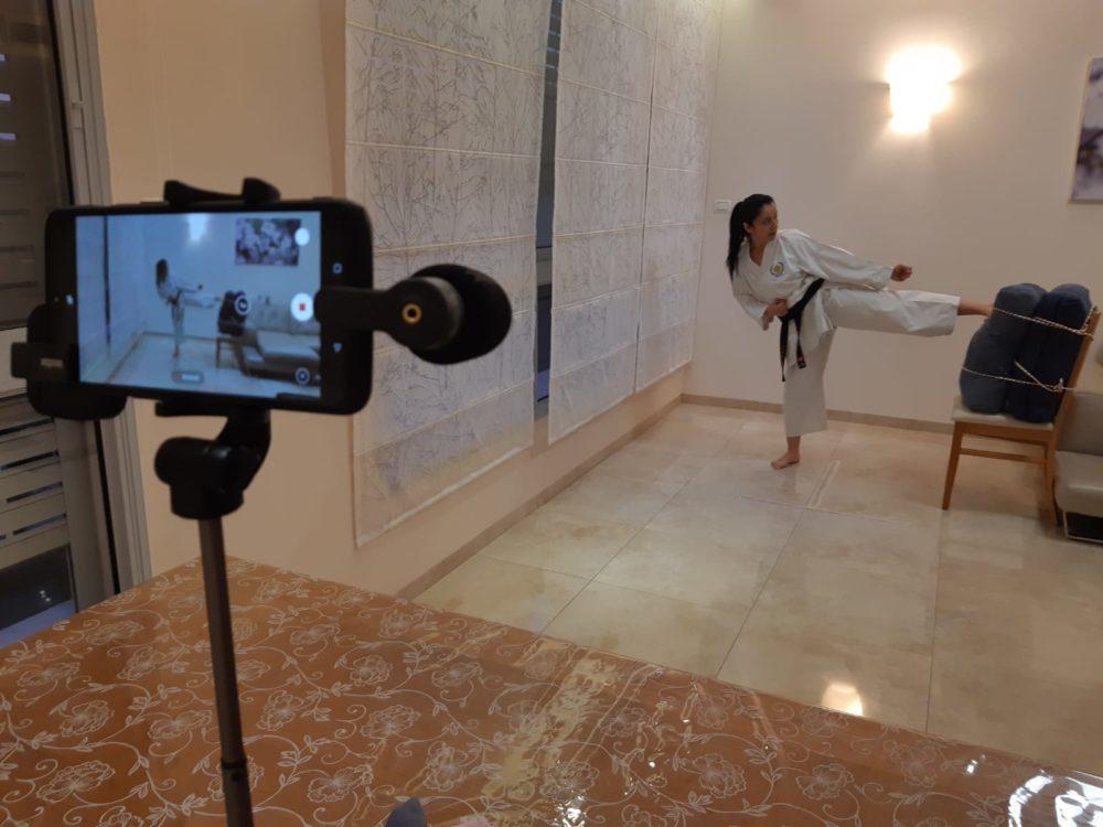 אימון מקוון | רחל שלומי, מאמנת קראטה גם בקורונה (צילום עצמי)