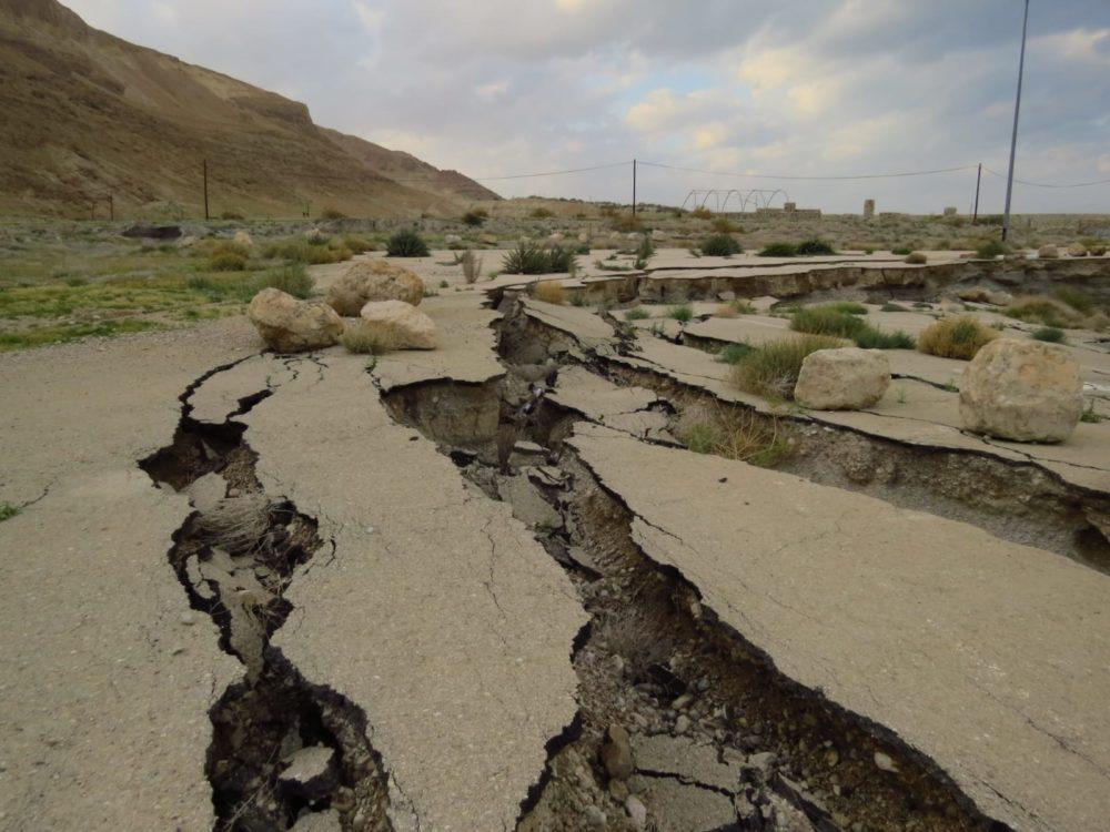 חוף מינרל הנטוש החניה התמוטטה   אזור ים המלח (צילום: מוטי מנדלסון)