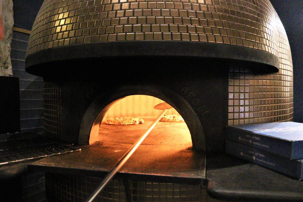 פיצה נאפוליטן (צילום: עומר מוזר)