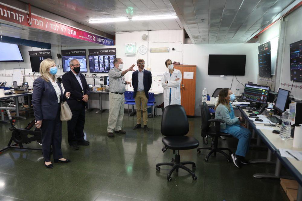"""ביקור שגריר שבדיה ברמב""""ם (צילום: הקריה הרפואית רמב""""ם)"""
