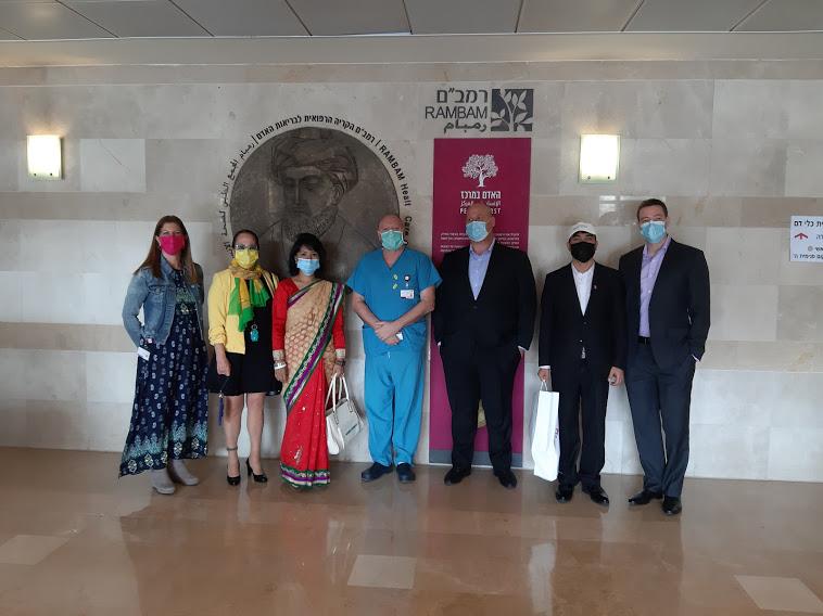 """ביקור שגרירת נפאל (צילום: הקריה הרפואית רמב""""ם)"""