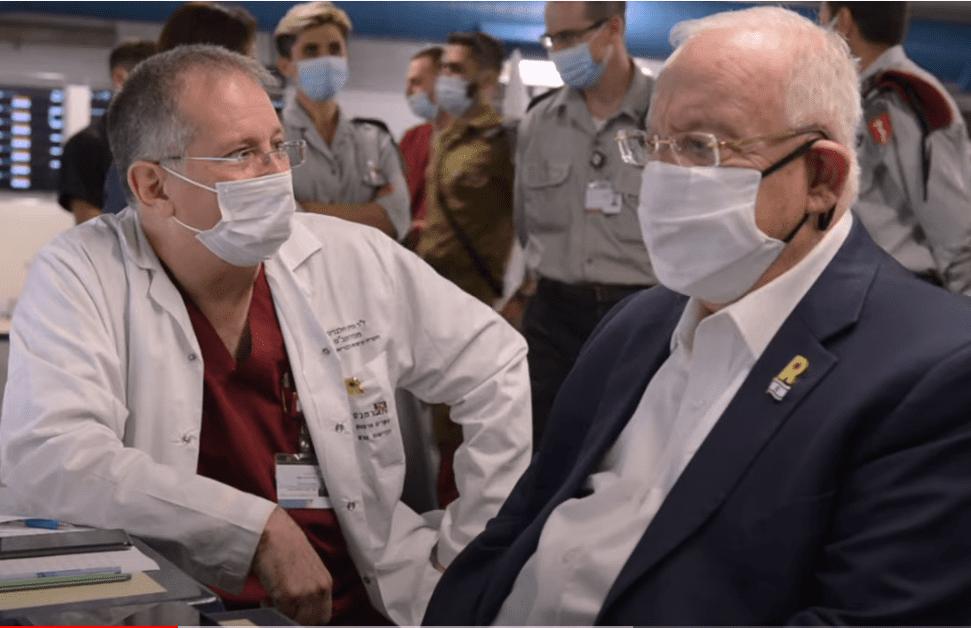 """הנשיא ריבלין בביקור ברמב""""ם עם ד""""ר הלברטל (צילום מסך: דוברות רמב""""ם)"""