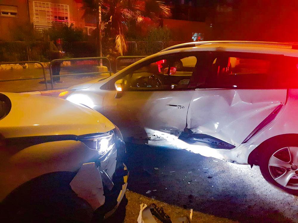 ברחוב וינגייט בחיפה - תאונה בין שני כלי רכב 3 פצועים קל (צילום: איחוד הצלה)