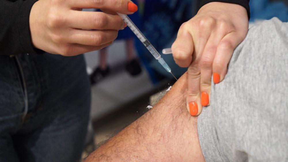חיסון לקורונה (צילום: חי פה - תאגיד החדשות של חיפה והסביבה)