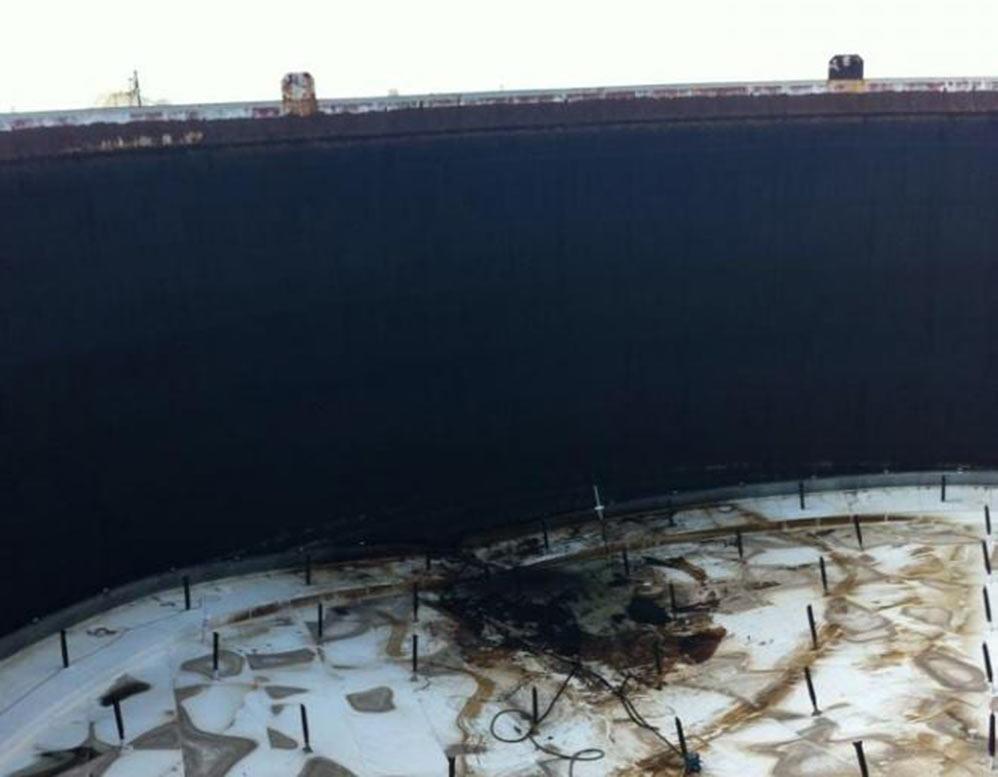 """תקרה צפה במיכלי הדל""""ק תש""""ן - הקיר של המיכל חשוף לאוויר הפתוח (צילום: חי פה)"""