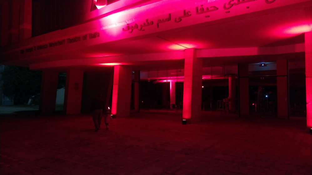תאטרון חיפה מואר באדום - מחאת עובדי הבמה בתיאטראות והמוזיאונים בחיפה - מחאה אדומה