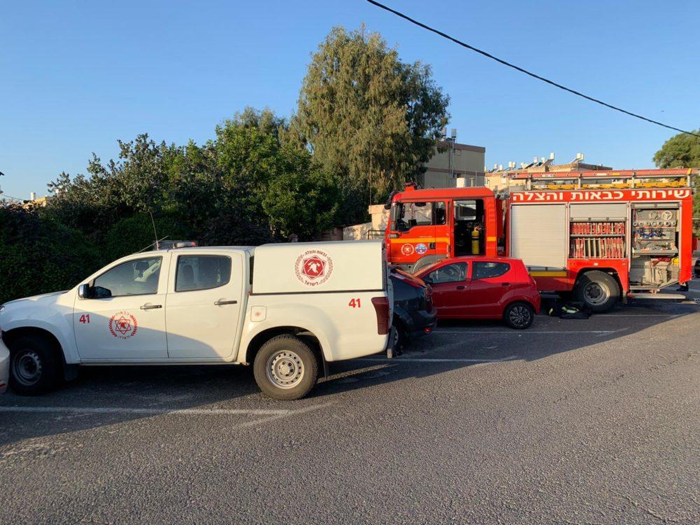 כבאית ורכב פיקוד • דירה נשרפה בקרית חיים (צילום: כבאות והצלה חיפה)