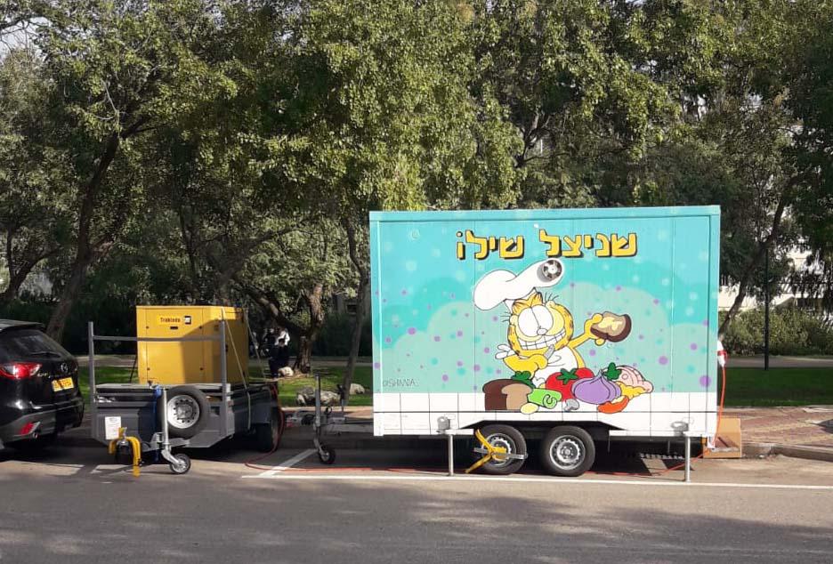 פוד טראק בקריית אליעזר - הגנרטור הצהוב החדיש הוצב במקום (צילום: חי פה)