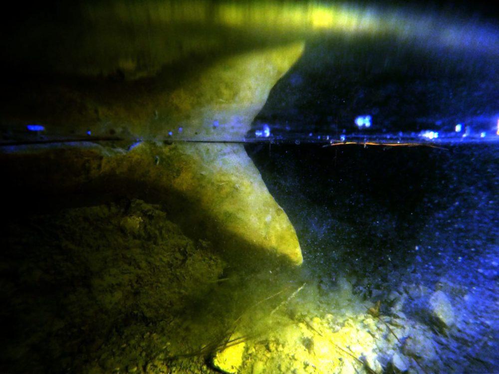 מערה נסתרת בכרמל ובה ברכת מים (צילום: מוטי מנדלסון)