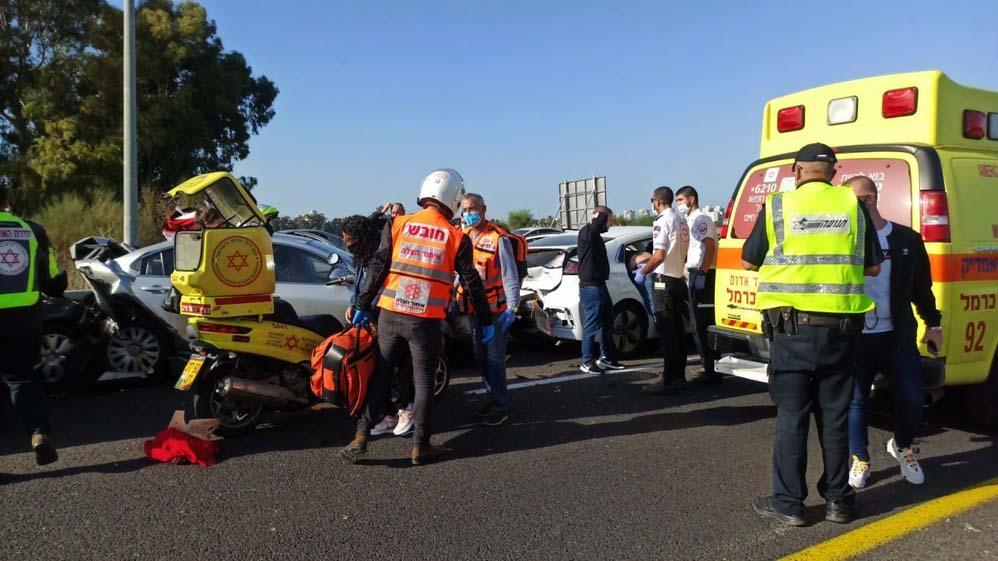 תאונת דרכים על כביש 22 (צילום: איחוד הצלה)