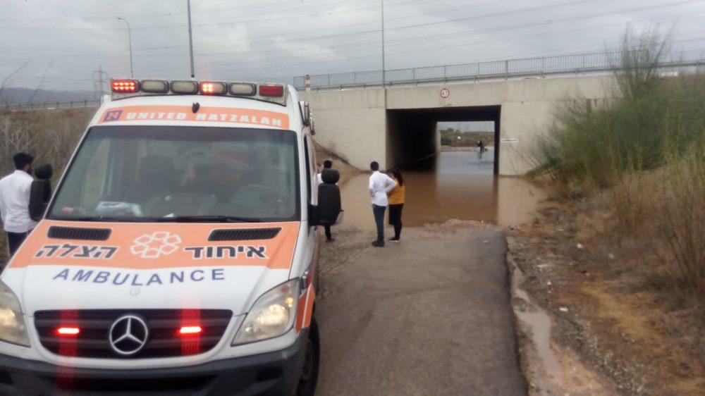 חילוץ רכב (צילום: איחוד הצלה)