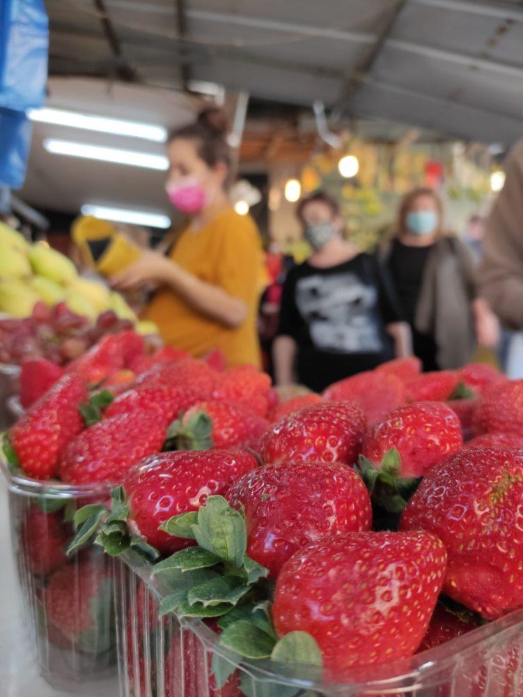 תותים • שוק תלפיות בחיפה (צילום: גלעד שטיין)