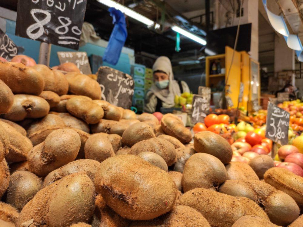 קיווי • שוק תלפיות בחיפה (צילום: גלעד שטיין)