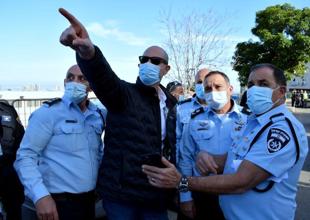 השר אמיר אוחנה בביקור בחיפה (צילום: תקשורת שר הבט״פ)