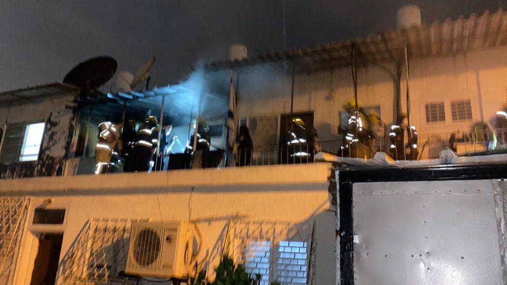 כיבוי שרפה בדירה בקריית ים (צילום: עיריית קריית ים)