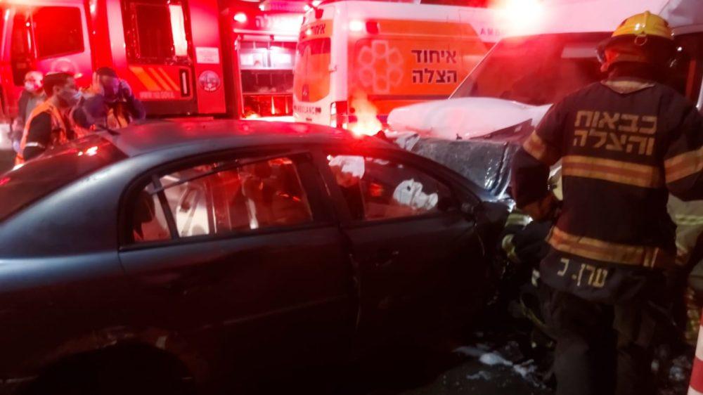 הרוג ופצוע בתאונת דרכים חזיתית בקריית מוצקין (צילום: איחוד הצלה)