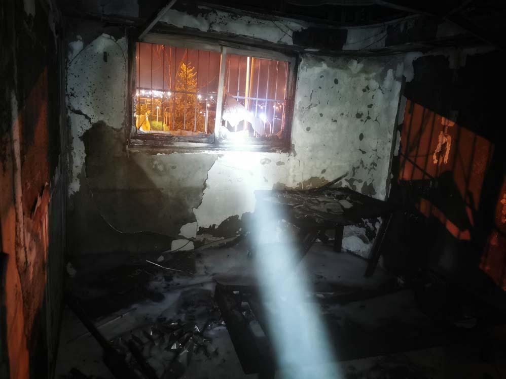 השרפה הכפולה בדירה ברחוב רבי שלום שרעבי בחיפה (צילום: כבאות והצלה)