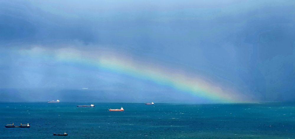 נופי חיפה היפה - מפרץ חיפה ביום סערה וקשת (צילום: נילי בנו)