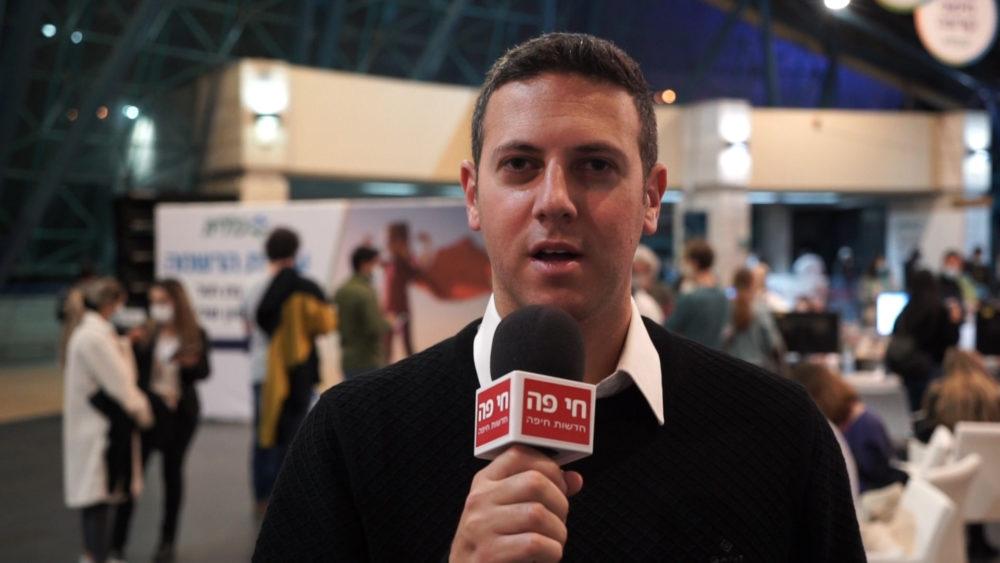 """עו""""ד דוד עציוני • מתחם חיסוני קורונה ענק של כללית נפתח במרכז הקונגרסים בחיפה (צילום: ירון כרמי)"""