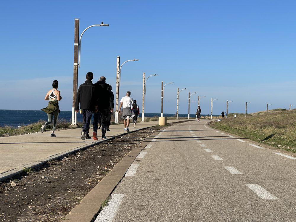 תנועת ספורטאים בטיילת הכט (צילום: ירון כרמי)