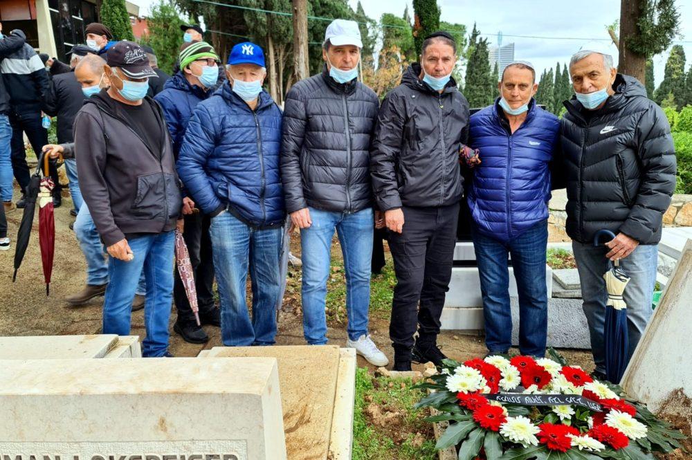 הלוויתו של שחקן הכדורגל לשעבר דני (שמילו) רום (צילום: יוסף הירש)