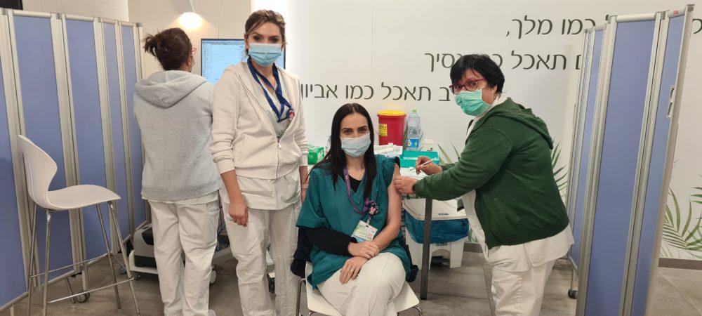 ורד כהן מנהלת הסיעוד במחלקת יולדות מתחסנת (צילום: אלי דדון)