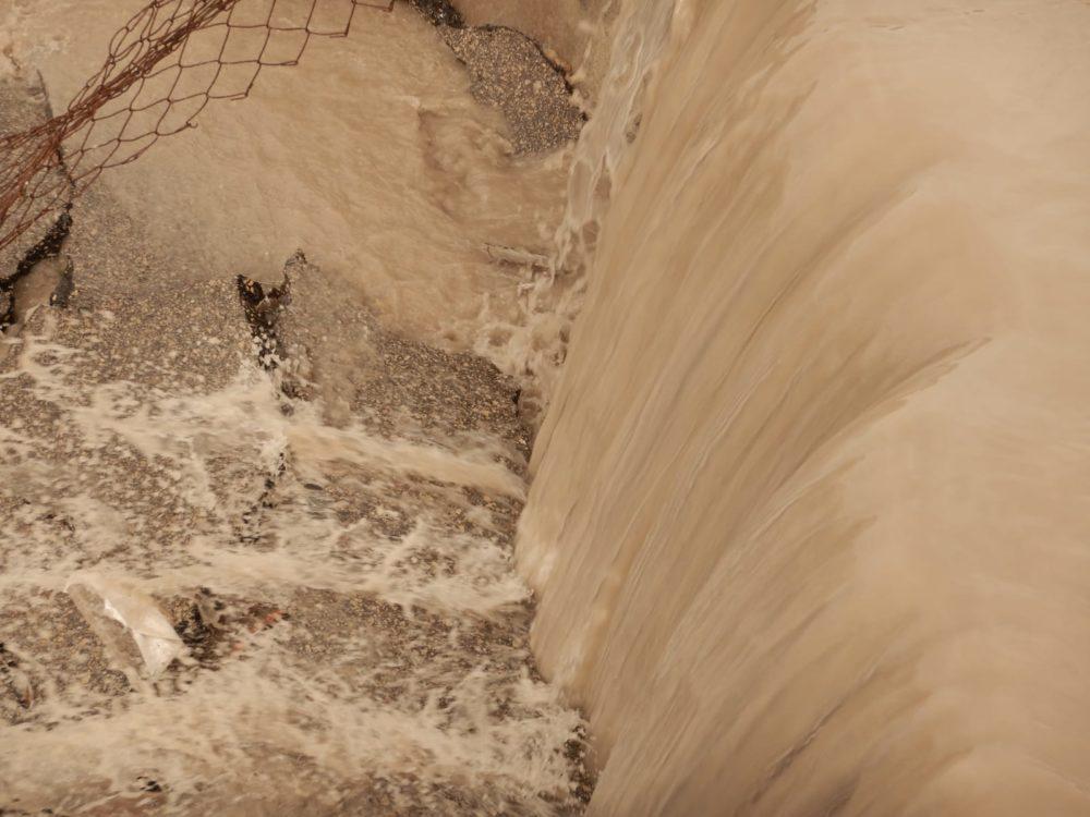 שיטפונות מערכת ניקוז בלתי מתאימה ונזקים (צילום: מוטי מנדלסון)