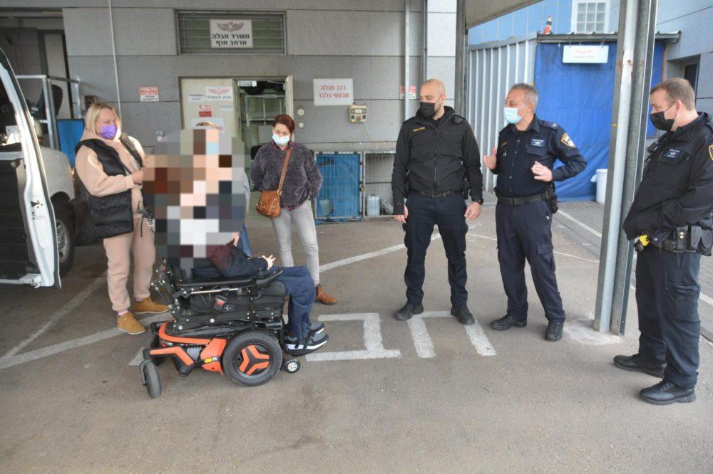 א' בביקור בתחנה (צילום: דוברות המשטרה)