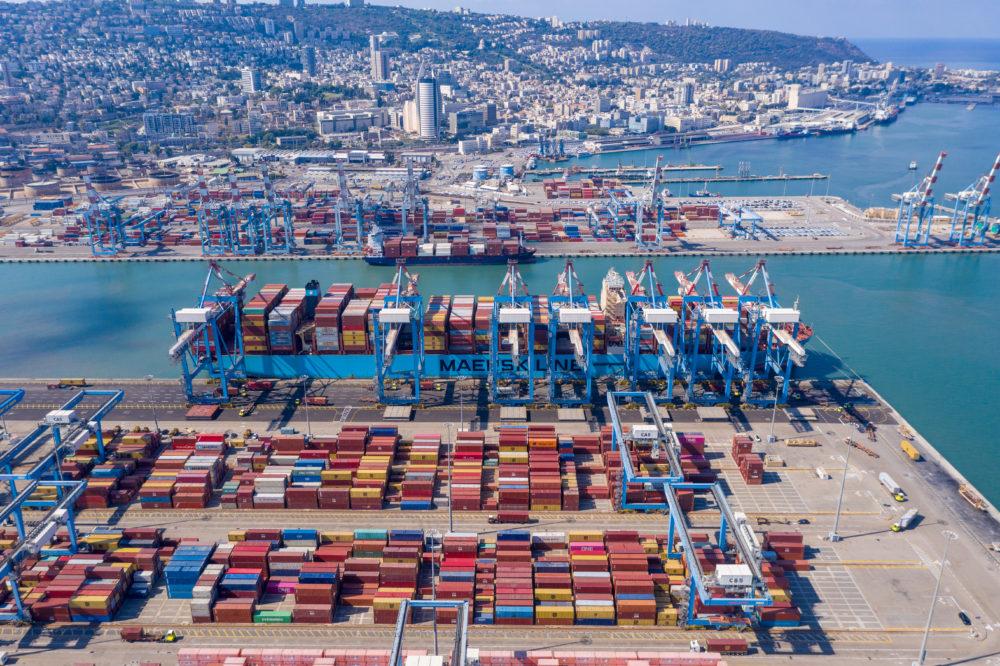 מכולות בנמל חיפה (צילום אוויר: Bravo-Zulu Aerials)