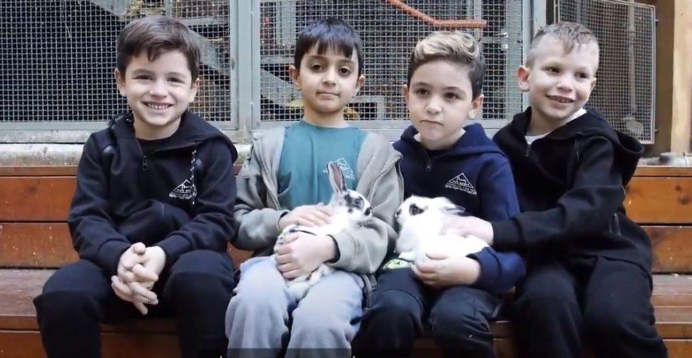 """ילדי הריאליגן (צילום מסך: ביה""""ס הריאלי)"""
