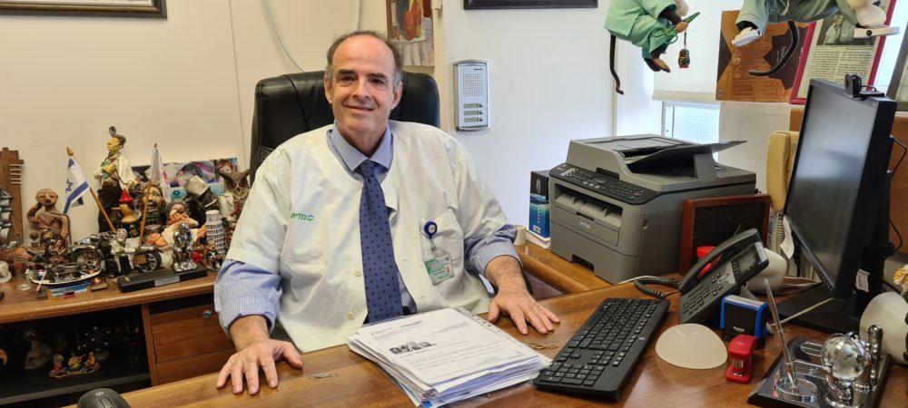 """ד""""ר אריה ביטרמן מנהל המחלקה הכירורגית א' בכרמל (צילום: אלי דדון)"""
