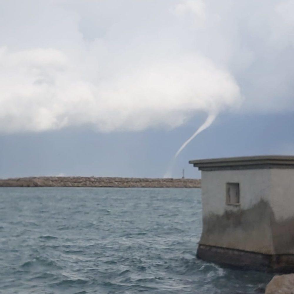 ענן משפך בנמל חיפה (צילום: יוני שוקף)