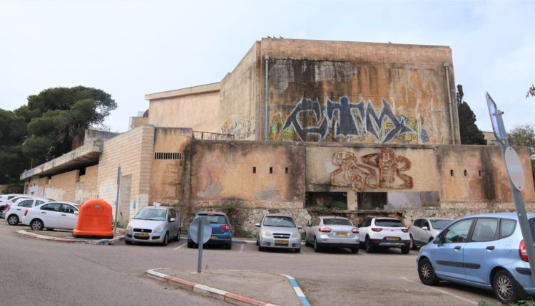 קולנוע שביט – מבנה נטוש באמצע הכרמל (צילום: עומר מוזר)