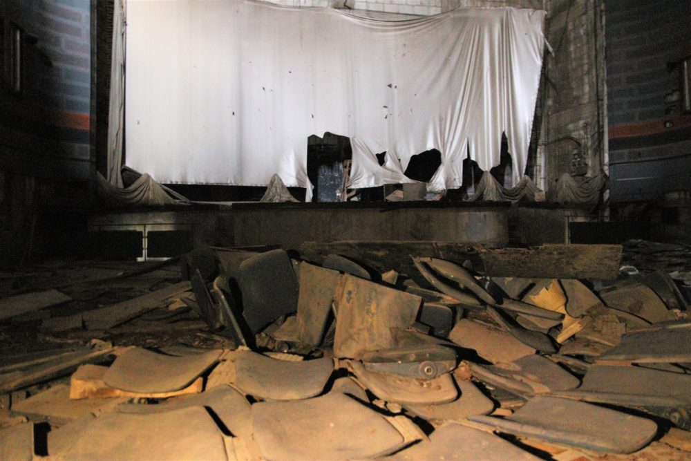 קולנוע רון - פיל לבן בחיפה - מבט מבפנים (צילום: עומר מוזר)