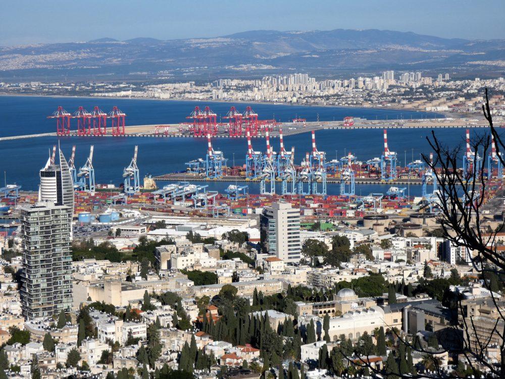 נמל המפרץ ונמל חיפה (צילום: יעל הורוביץ)