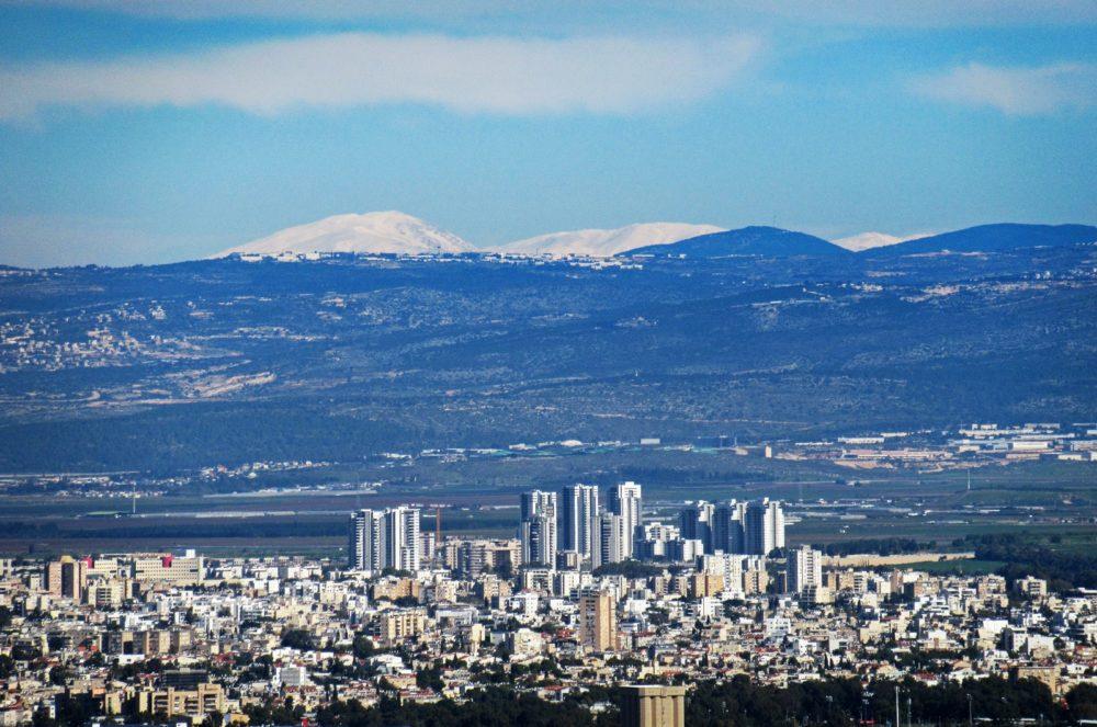 הר החרמון מושלג - מבט מחיפה (צילום: כרמל הורוביץ)