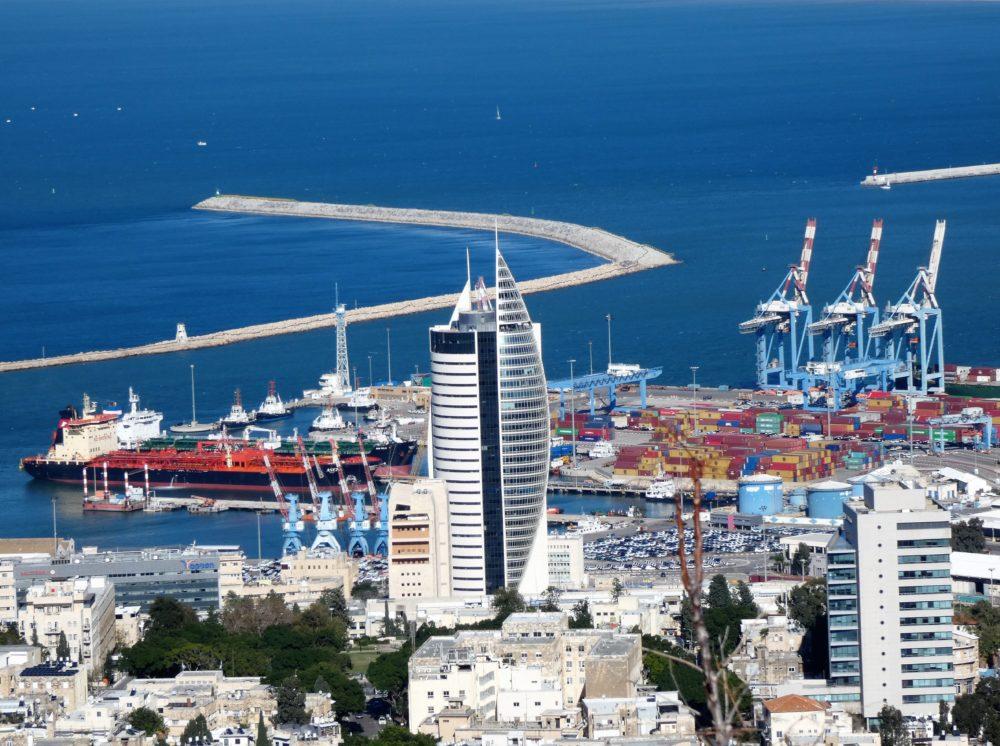 נמל חיפה וקריית הממשלה - מבט מהכרמל - חיפה (צילום: יעל הורוביץ)