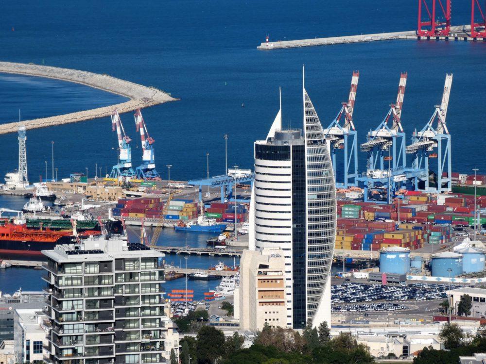 נמל חיפה וקריית הממשלה (צילום: יעל הורוביץ)