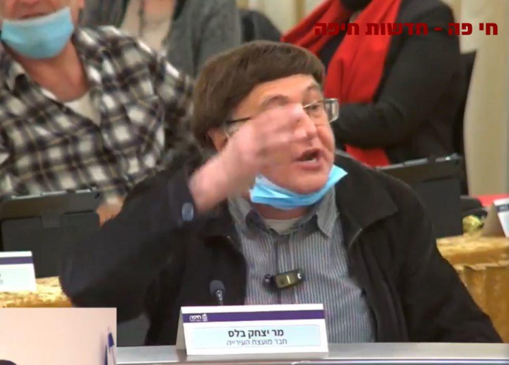 איציק בלס (ליכוד) בדיון במועצת העיר (צילום: עיריית חיפה)