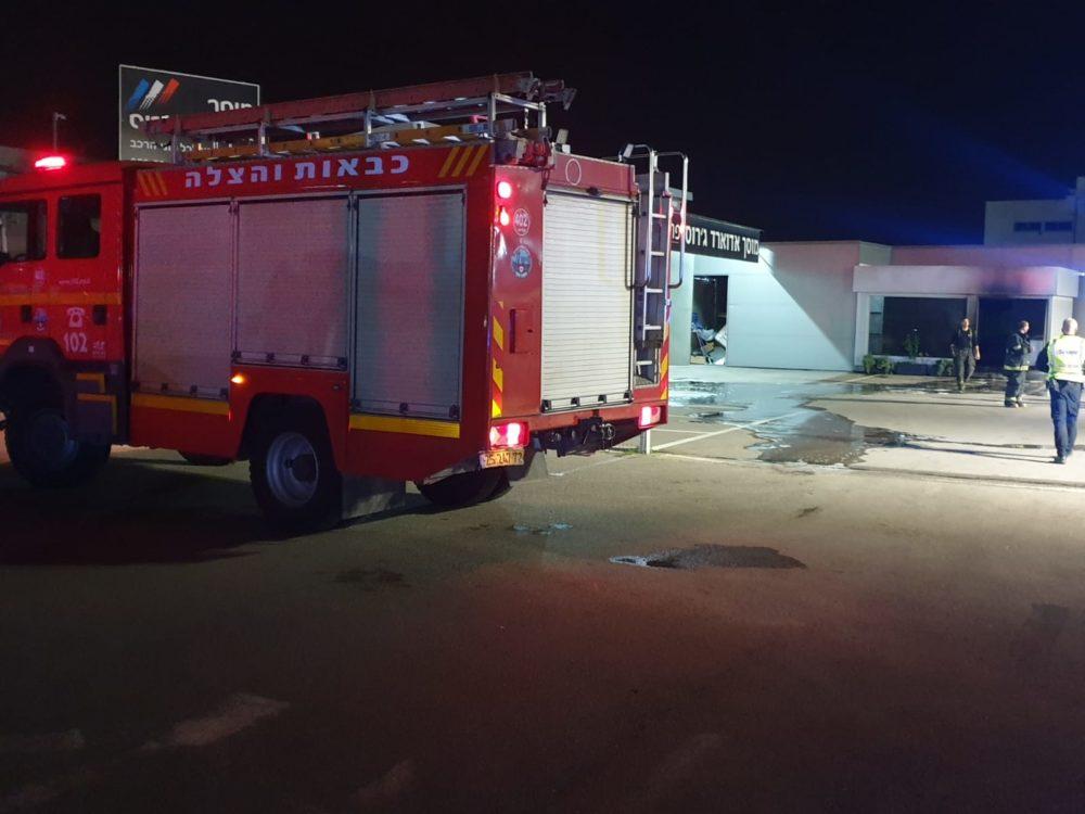 שריפה במוסך בנשר (צילום: כבאות והצלה)