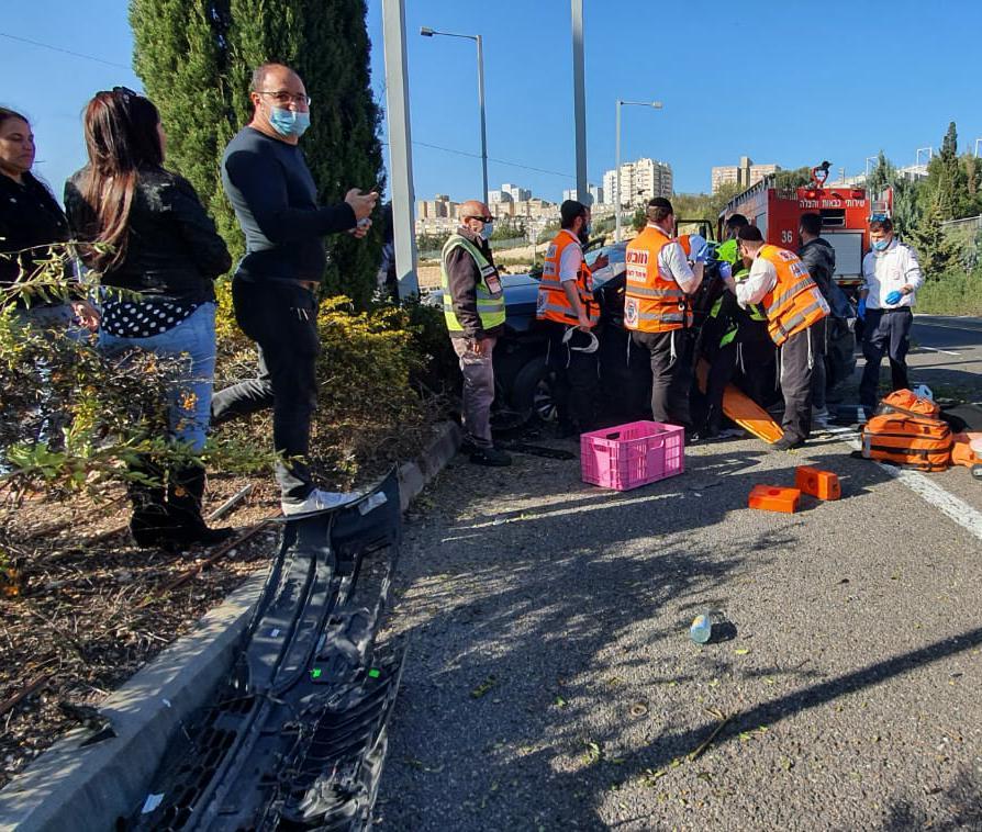 תאונה בכניסה למינהרות הכרמל(צילום: איחוד הצלה)