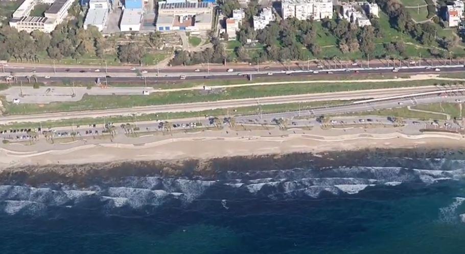 צילומי מסוק - זפת בחופי חיפה (צילום: יבגני מלכין, המשרד להגנת הסביבה)