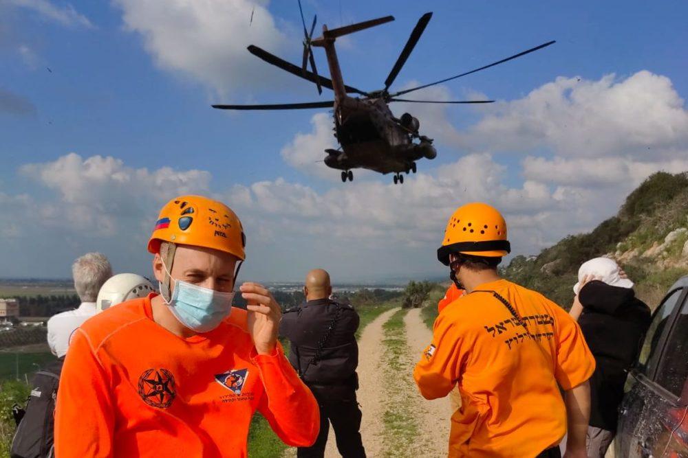 חילוץ המטייל, יחידת החילוץ ומסוק חיל האוויר (צילום: דוברות יחידת חילוץ גליל-כרמל)
