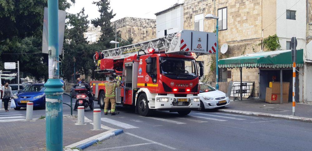 חילוץ לכודים משרפה | כבאיות (צילום: אדיר יזירף)
