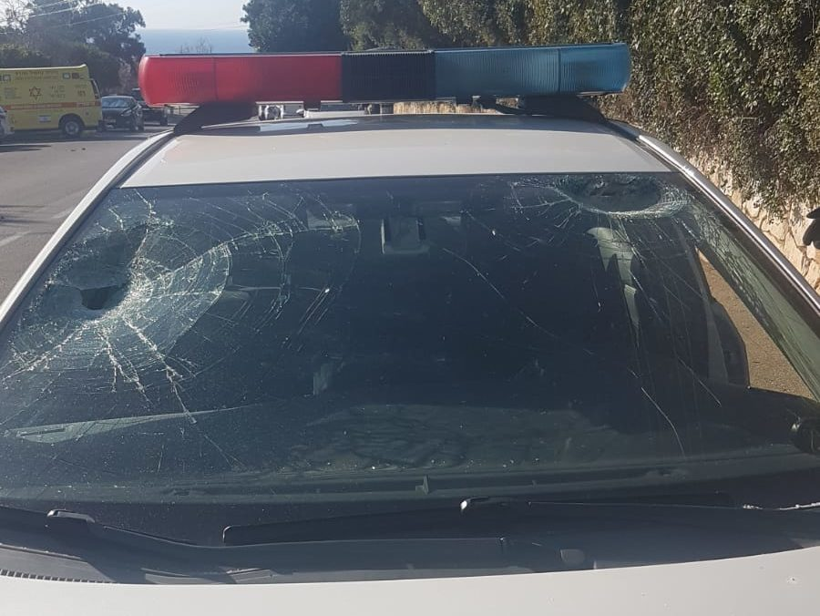 נזק לניידת (צילום: דוברות המשטרה)