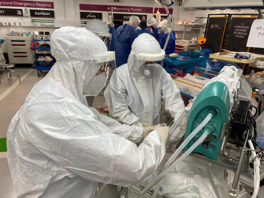 """ניתוח קיסרי במחלקת קורונה (צילום: דוברות רמב""""ם)"""
