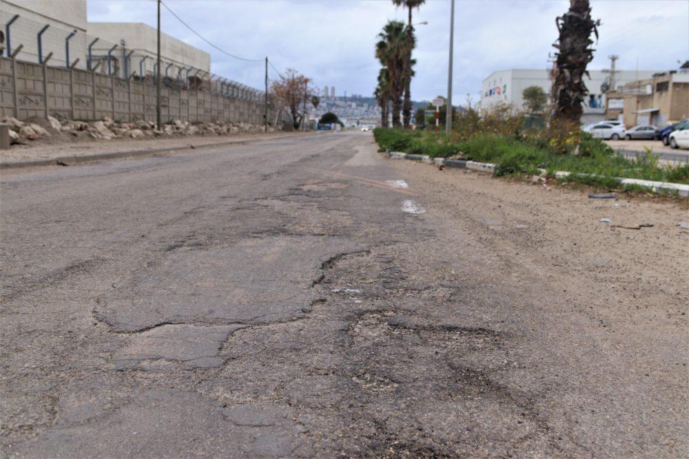 נזק כלכלי - חיפה - כביש משובש ברחוב יוליוס סימון (צילום: עומר מוזר)