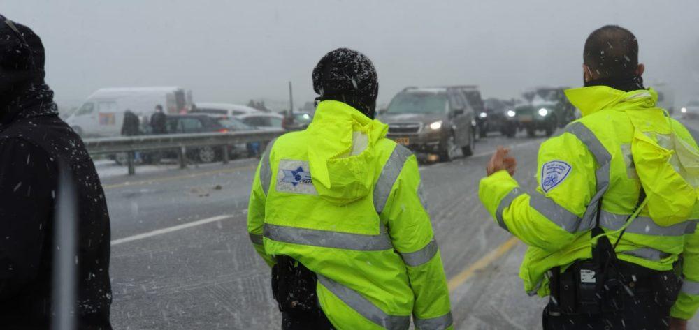 שלג בכבישי הצפון | כבישים חסומים (צילום: דוברות המשטרה)
