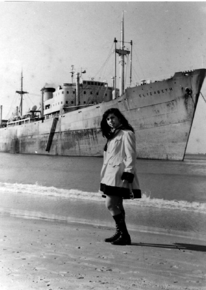 אוניה בהחפה, שנת 1976 בחיפה (צילום: מוטי מנדלסון)