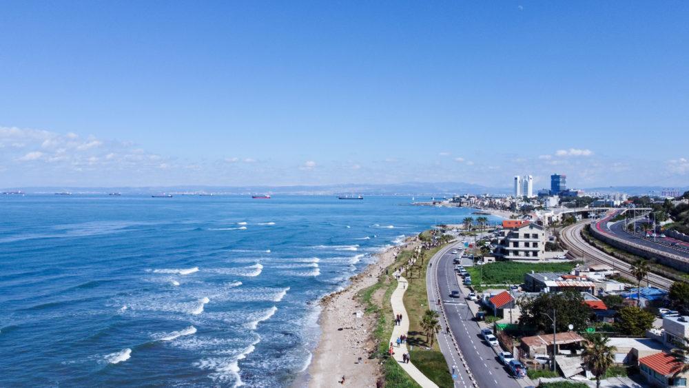 חוף ראש הכרמל - טיילת שקמונה - חיפה | מבט על החוף מלמעלה (צילום: גל הכהן)